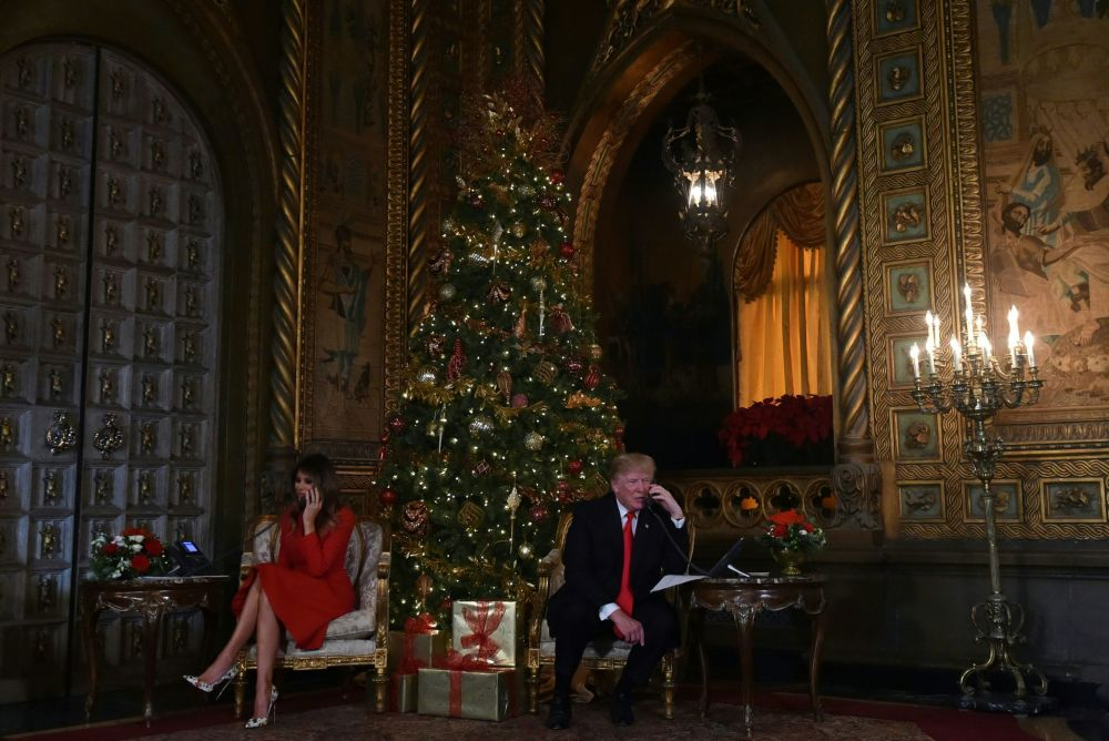 الاحتفالات بعيد الميلاد المجيد - الرئيس دونالد ترامب وزوجته ميلانيا ترامب في فلوريدا، الولايات المتحدة الأمريكية 24 ديسمبر/ كانون الأول 2017