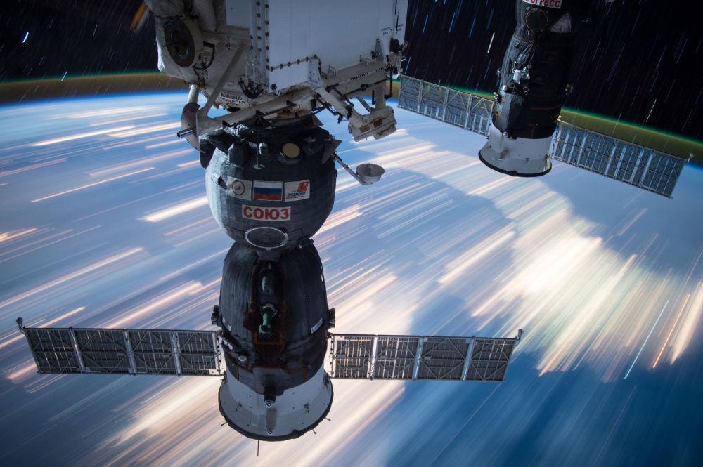 المركبتان الفضائيتان الروسية سويوز والأمريكية بروغريس، والالتحام مع محطة الفضاء الدولية
