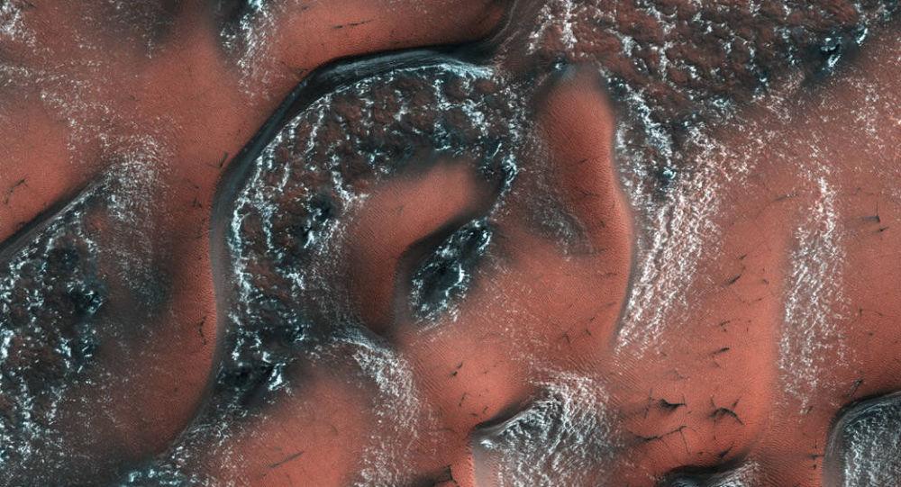 كثبان ثلجية على سطح المريخ