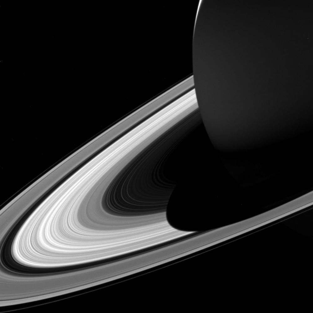 صورة مقربة لحلقات كوكب زحل