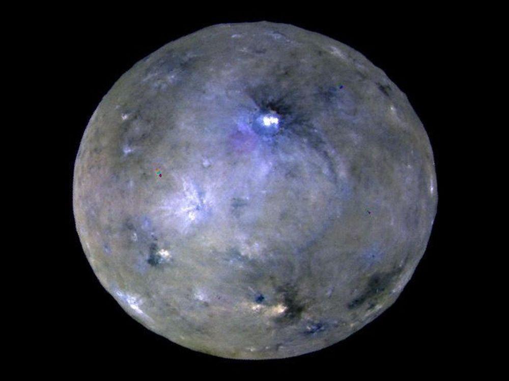 صورة للكوكب القزم سيريس، التي التقطها جهاز داون (Dawn)