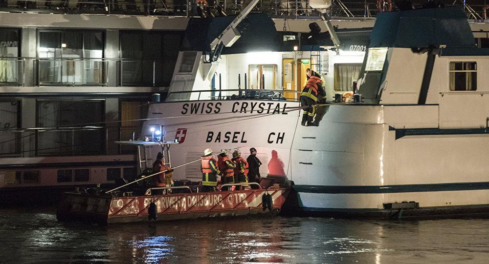 اصطدام سفينة ألمانية بكوبري أعلى نهر الراين 27 ديسمبر/ كانون الأول 2017
