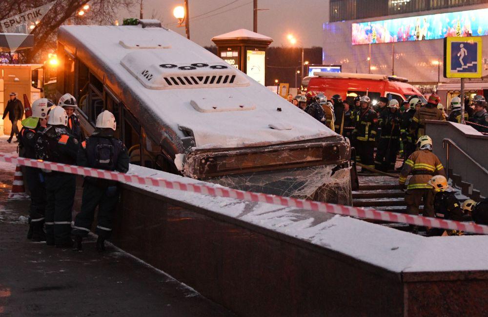 حادث مروع أسفر عن مقتل 5 أشخاص وإصابة 15 آخرين في موسكو، روسيا 25 ديسمبر/ كانون الأول 2017