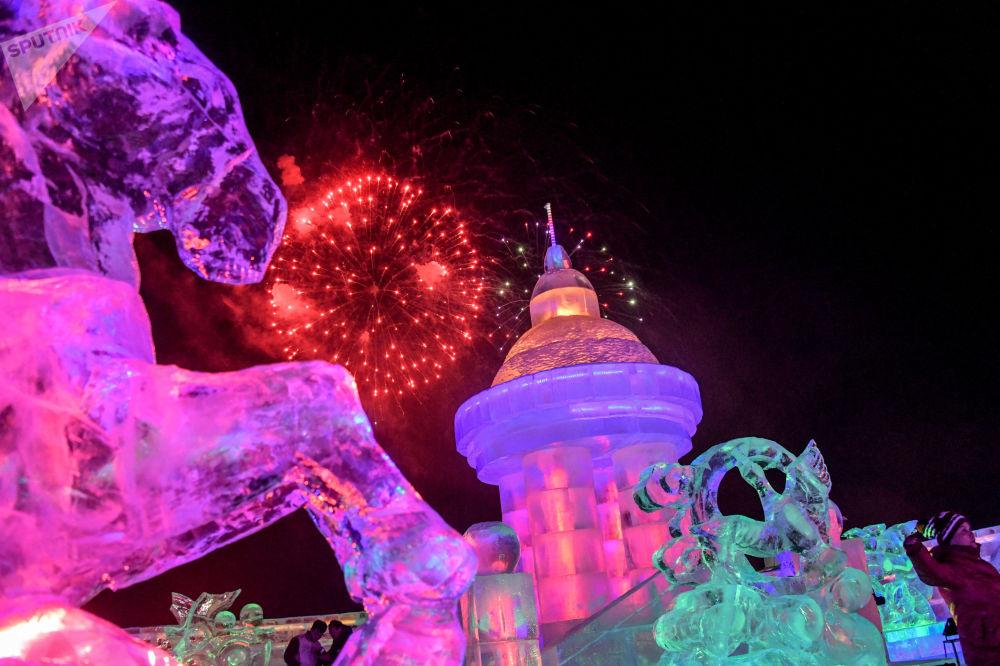 عرض لمدينة الجليد في إطار مهرجان الجليد في منشوريا، الصين