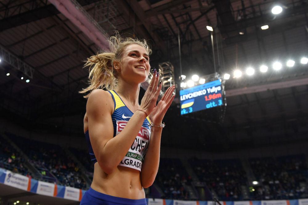 الأوكرانية يوليا ليفتشينكو تحتفل باجتيازها العارضة في نهائيات القفز للسيدات في بطولة أوروبا لألعاب القوى لعام 2017 في بلغراد، صربيا 4 مارس، آذار 2017