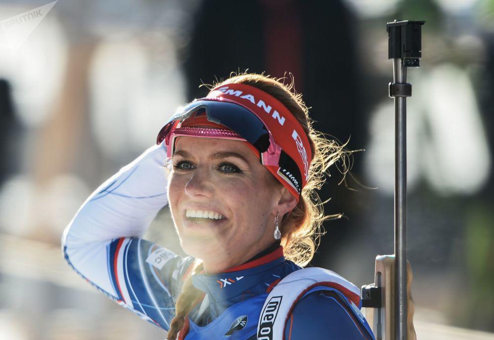 الرياضية التشيكية غابرئيلا كوكالوفا الحائزة على المرتبة الأولى في بطولة ألعاب البياتلون الشتوي في أستراليا