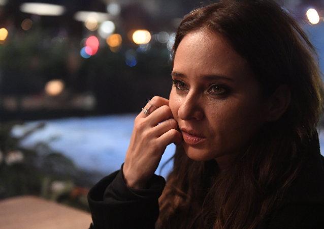 نيللي كريم تبحث عن زوجها المختفي في موسكو وتبدي استعدادها للمشاركة في السينما الروسية