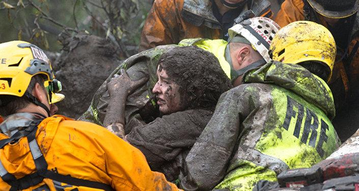 إمرأة من بين ضحايا انهيار أرضي في جنوب ولاية كاليفورنيا الأمريكية بتاريخ 10 يناير/كانون الثاني 2018