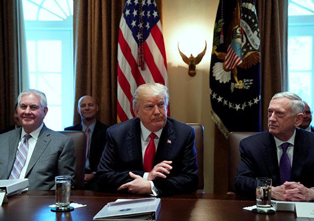 ترامب يتوسط وزيري الدفاع والخارجية