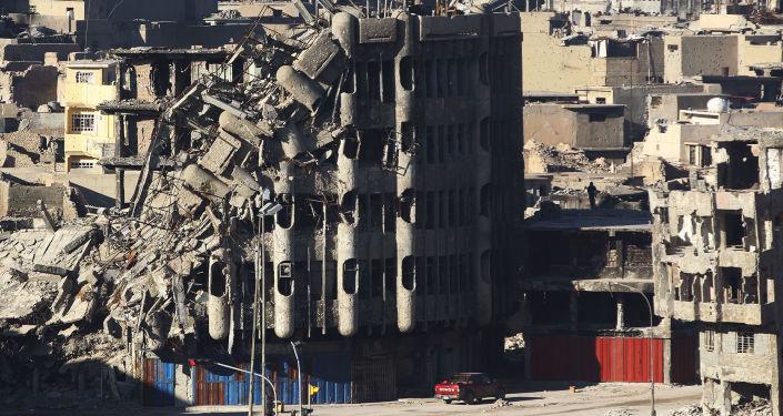 حجم الدمار في أحدى شوارع الموصل بعد تحريرها من داعش