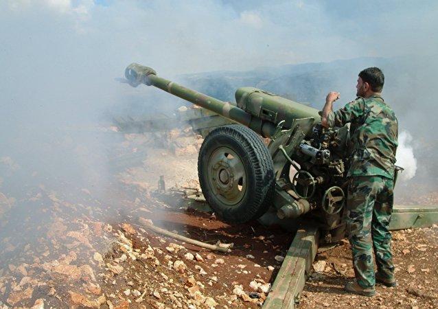 القوات الحكومية السورية تستخدم مدافه الهاوتزر