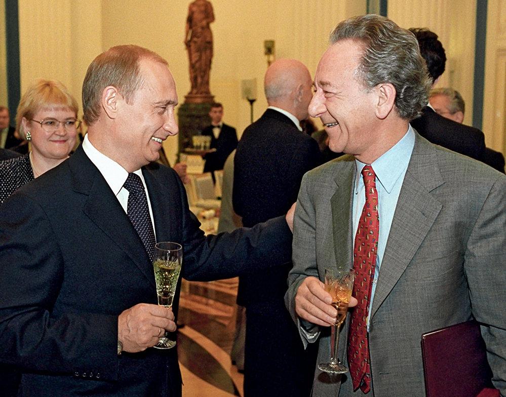 بوتين يشرب الشامبانيا