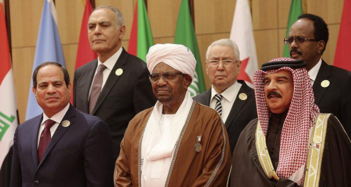 الرئيس المصري عبد الفتاح السيسي والسوداني عمر البشير