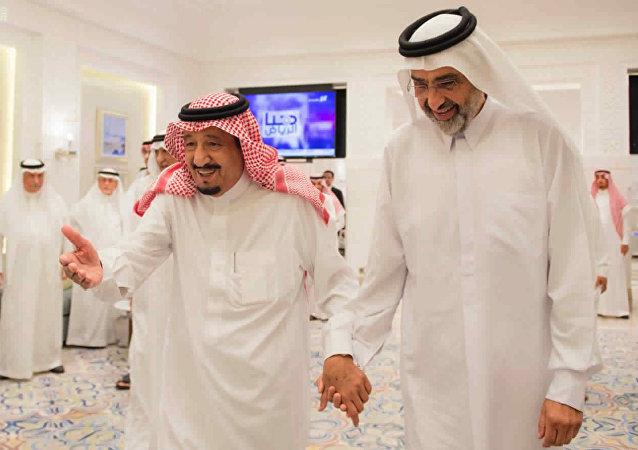 الملك سلمان يستقبل الشيخ عبد الله آل ثاني