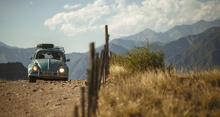 خلال عبور السيارة لجبال الأنديز