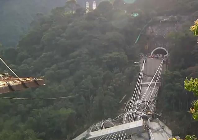 انهيار جسر في كولومبيا