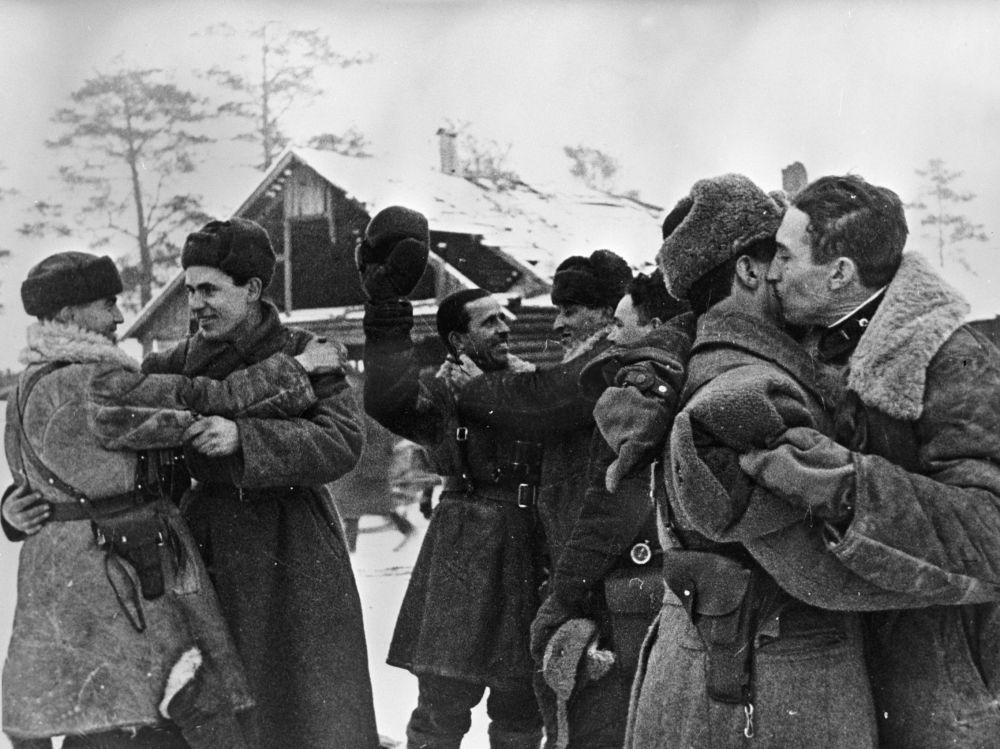 لقاء المحاربين من جبهتي القتال: جبهة لينينغرادسكي وجبهة فولخوفسكي، 18 يناير/ كانون الثاني 1943