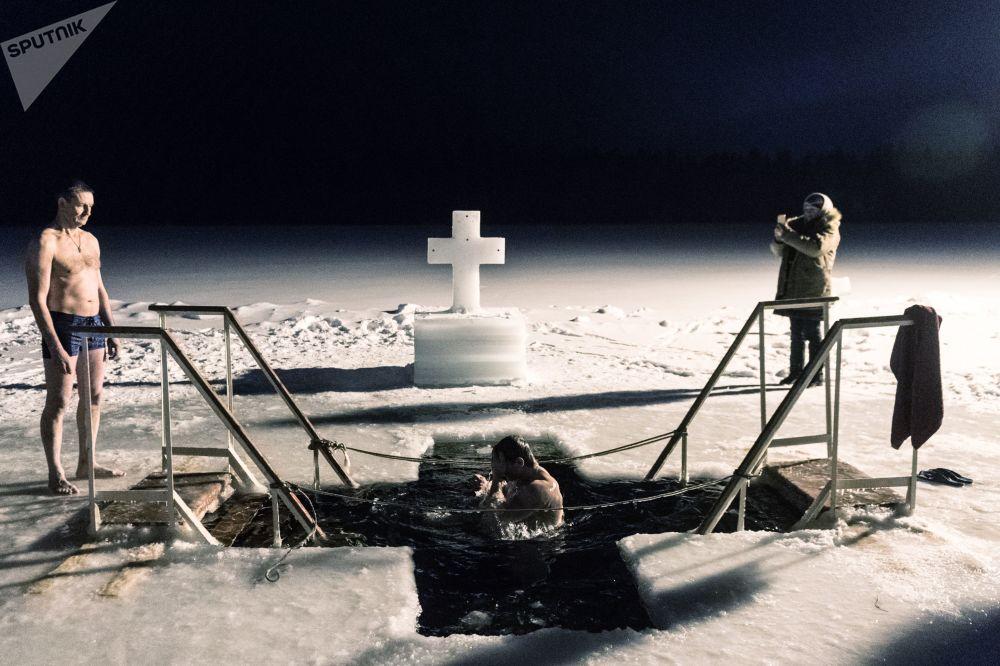الاحتفال بعيد الغطاس في مختلف أنحاء روسيا - منطقة نوفوغورودسكايا أوبلست