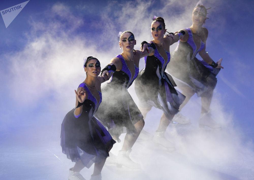 عرض فني خلال بطولة أوروبا للتزلج على الجليد في موسكو