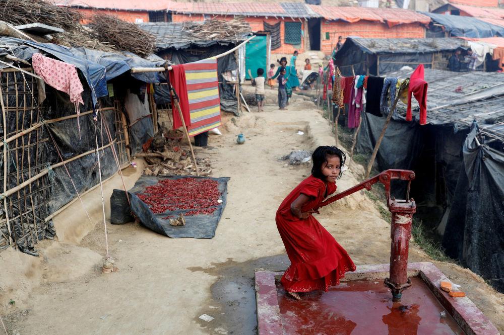 طفلة في مخيم بالونغ خالي للاجئين الروهينغا بالقرب من كوكس بازار، بنغلادش 14 يناير/ كانون الثاني 2018