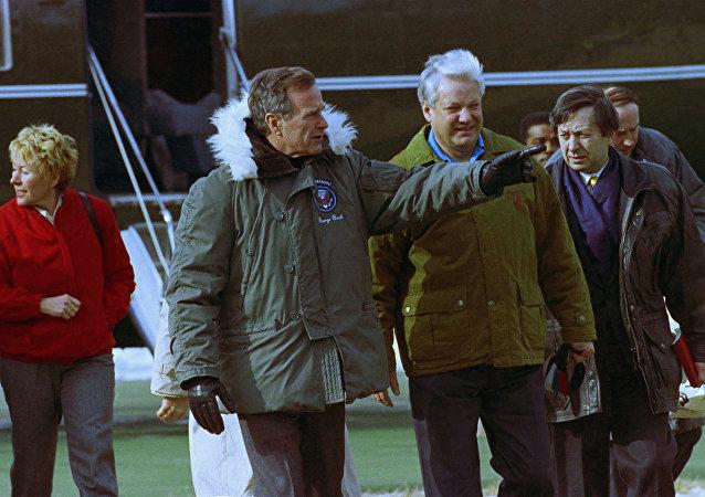 الرئيس الأمريكي جورج بوش الأب والرئيس الروسي السابق بوريس يلتسين