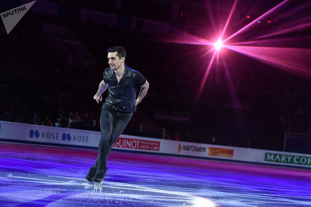 خافيير فيرنانديس (إسبانيا) خلال الأداء الفني في بطولة أوروبا للتزلج على الجليد في موسكو