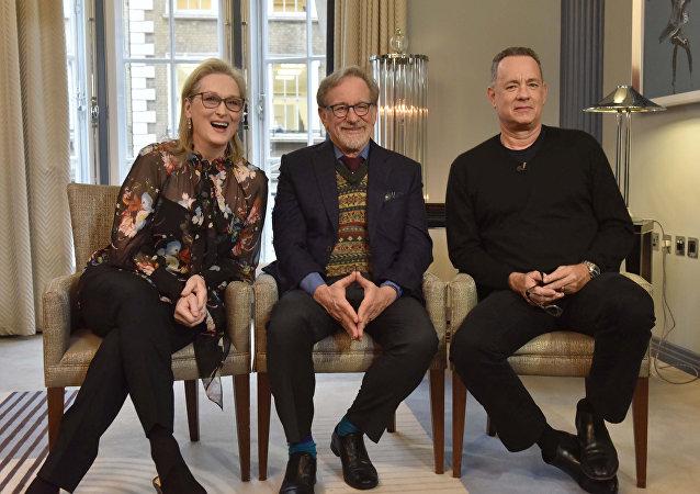 أبطال فيلم ذا بوست الأمريكي توم هانكس وميريل ستريب وستيفن سبيلبرغ