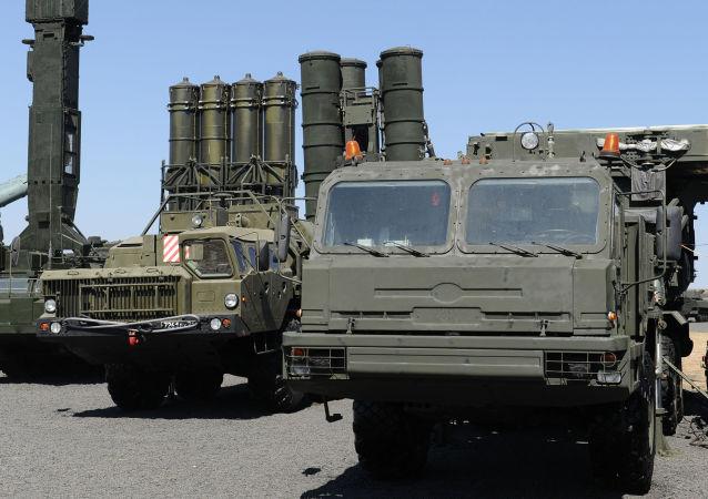 منظومات صواريخ مضادة للطائرات من طراز إس-400 في الحقل العسكري كاداموفسكي في منطقة روستوفسكايا أوبلست، روسيا