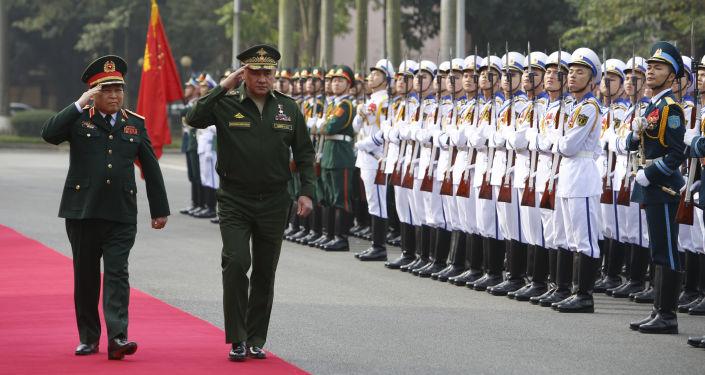 وزير الدفاع الروسي سيرغي شويغو ونظيره الفيتنامي نغو خوان ليت في هانوي، فيتنام 23 يناير/ كانون الثاني 2018