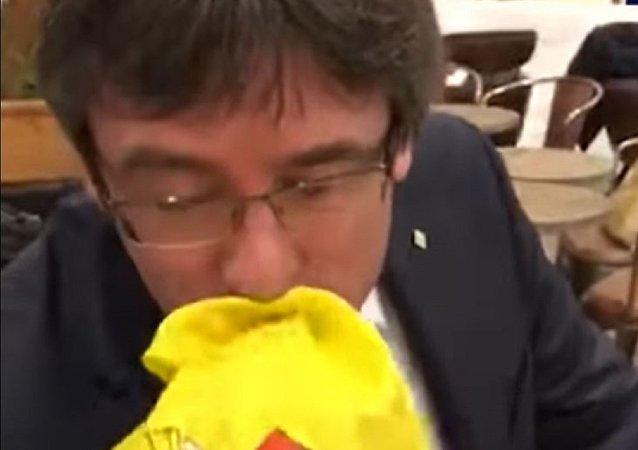 رئيس إقليم كتالونيا المقال كارلس بودجمون