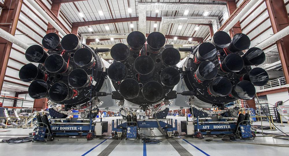 صاروخ ثقيل جدا سبيس إكس فالكون هيفي