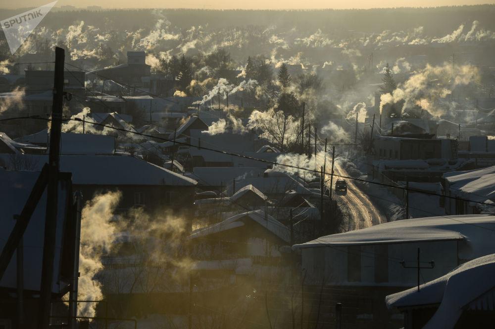درجة الحرار 36 تحت الصفر في قرية نوفولوغوفوي في محيط نوفوسيبيرسك، روسيا
