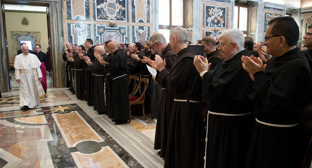 البابا فرنسيس يستقبل وفدا من الفرنسيسكان