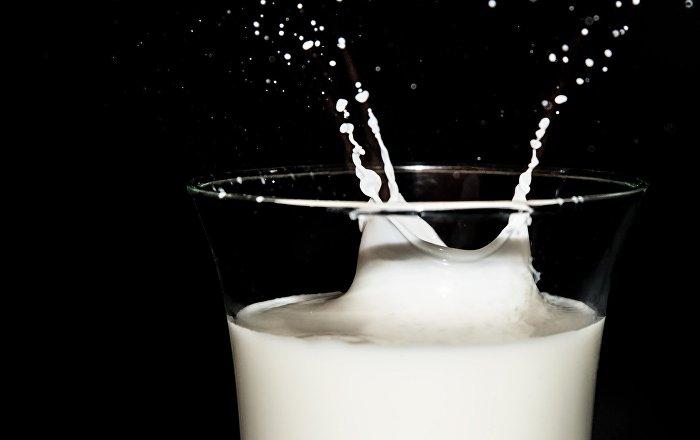 بينها آلام المعدة… 8 أضرار لشرب الحليب الخام