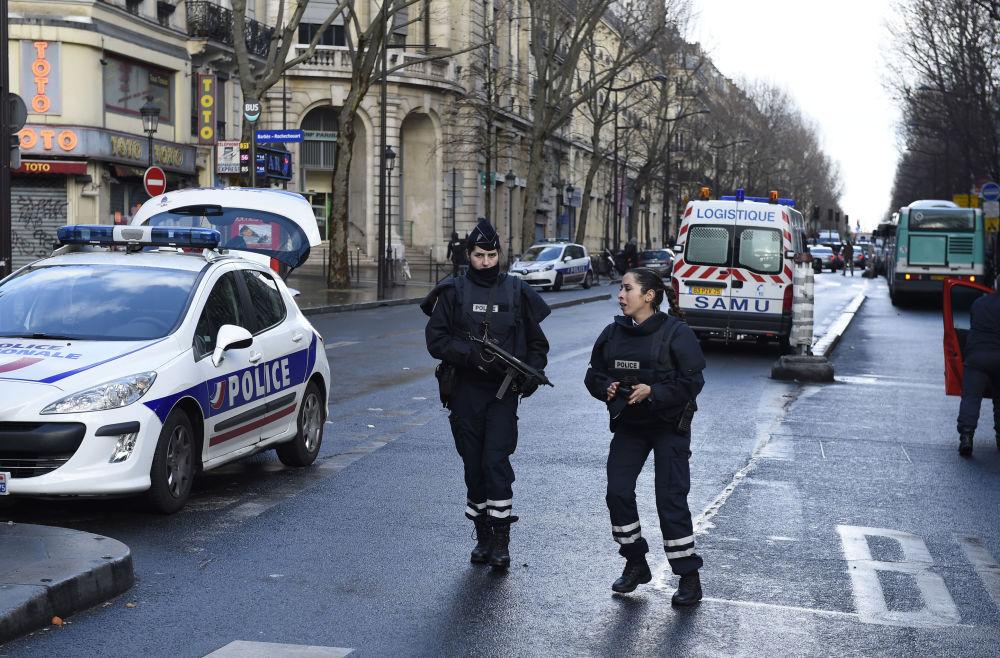 شرطيات فرنسيات في باريس