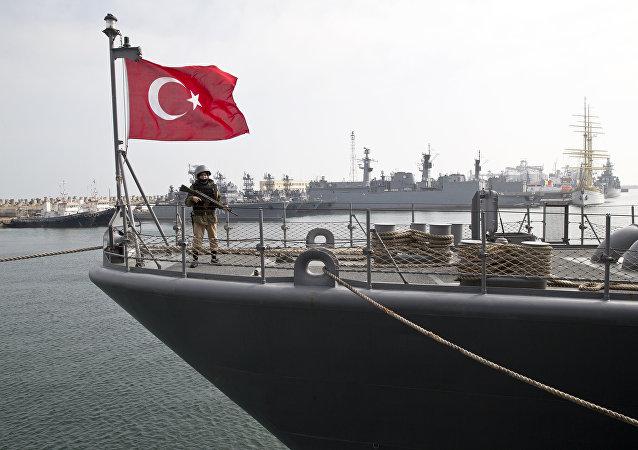 سفينة حربية تركية