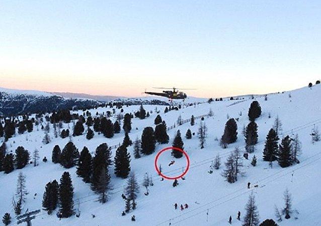 طائرات هليكوبتر تنقذ 150 شخصا