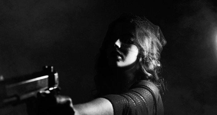 """فتاة تقتل خطيبها لسرقة ذهبه لتكتشف أنه """"تقليد"""""""