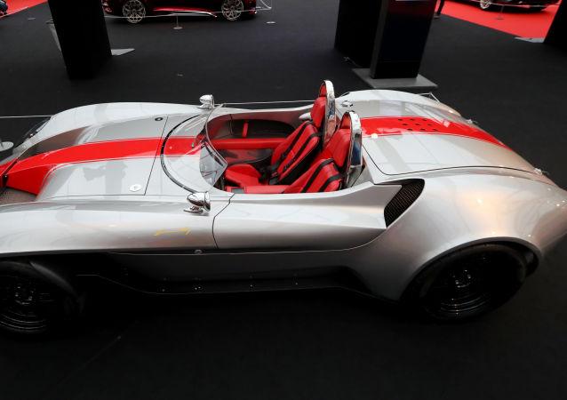 المهرجان الدولي للسيارات في باريس - سيارة كونسيبت كار Design-1 من شركة دبي للسيارات Dubai Automotive Jannarelly