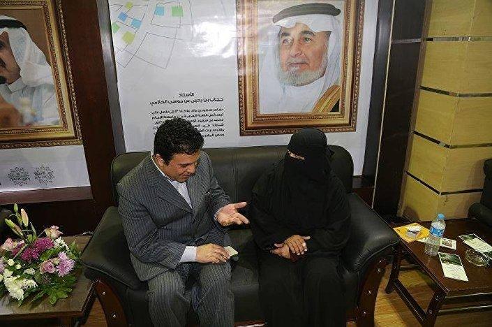 الشاعرة السعودية المحرومة ومراسل سبوتنيك
