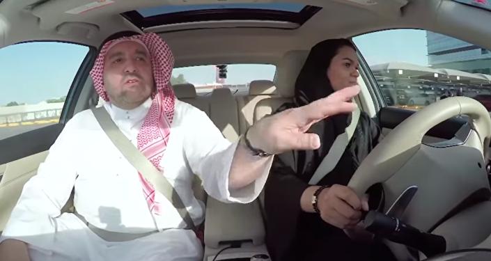 تعلم النساء السعوديات القيادة ومواقف طريفة أثناء ذلك