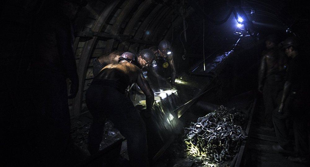 عمال في منجم للفحم