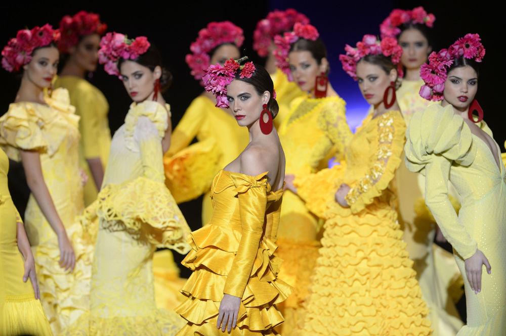 العرض الدولي لأزياء فلامينكو في إطار أسبوع الموضة في إشبيلية، إسبانيا 4 فبراير/ شباط 2018