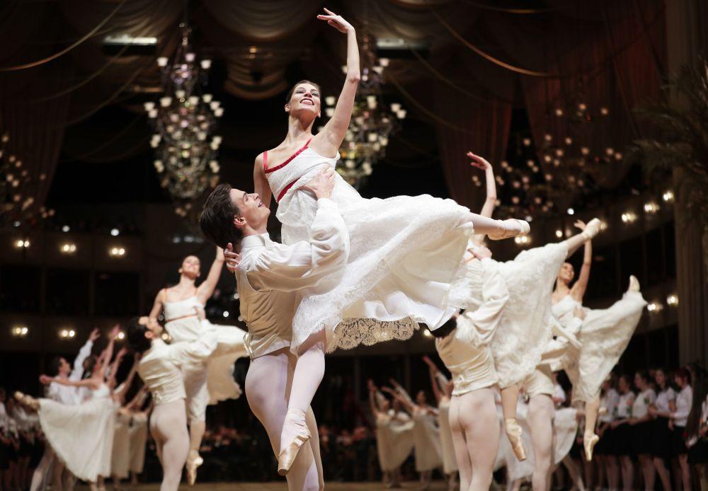 افتتاح حفل الرقص الكلاسيكي في دار الأوبرا الحكومي في فيينا (Opera Ball 2018)، 7 فبراير/ شباط 2018