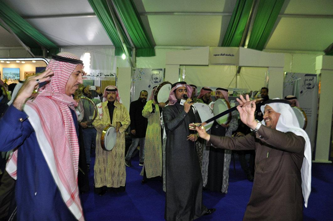 المطرب السعودي أحمد غزالة من أعضاء فرقته