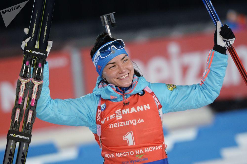 الروسية تاتيانا أكيموفا (ثنائية الرماية والتزلج للمسافات البعيدة)
