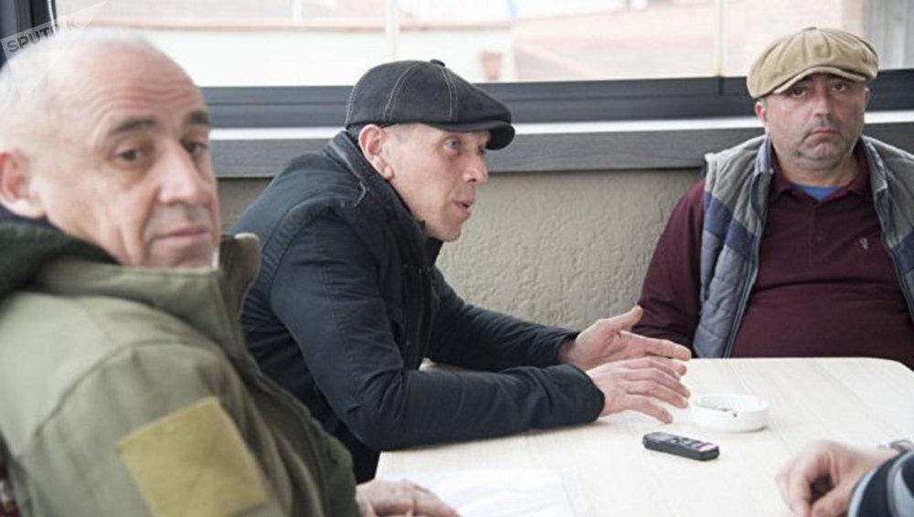 العسكريين الجورجيين: ألكسندر ريفازيشفيلي، وكوبا نيبرادزه، تريستان تسيتيلاشفيلي
