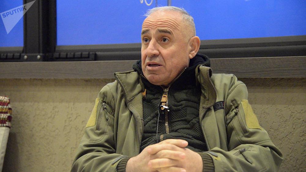 تريستان تسيتيلاشفيلي، قائد وحدة أفازا إحدى وحدات النخبة في الجيش الجورجي، أول من كشف أن مطلقي النار في ميدان العاصمة الأوكرانية هم قناصون أتوا من جورجيا