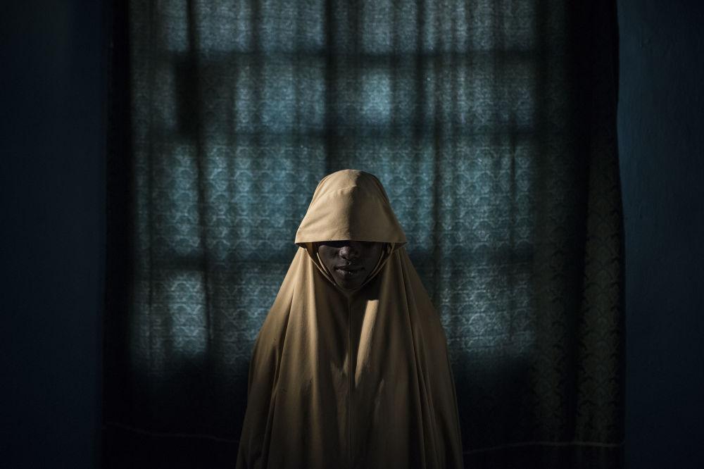 مسابقة صورة الصحافة العالمية لعام 2018 - صورة بعنوان بوكو حرام وحزام الانتحاري للمصور آدم فيرغوسن، في فئة التصوير صورة الصحافة العالمية لهذا العام