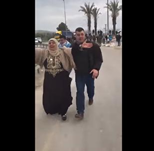 لقاء أم فلسطينية بابنها